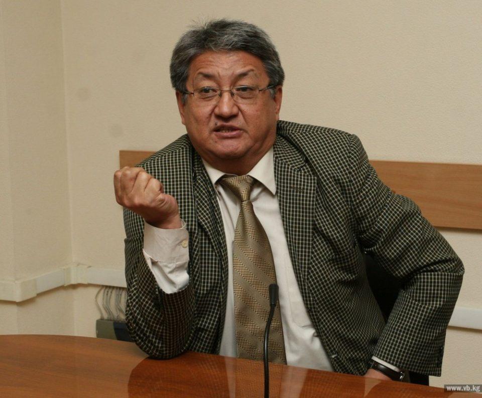 """Алмазбек Акматалиев: """"Кыргызстан жеңиптир, көрсө, туугандар! Жеңишибиз кут болсун!"""""""