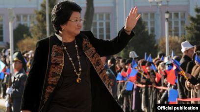 Роза Отунбаева гей-лесбиянкаларды, жылаңач чечинип алгандарды колдойбу?