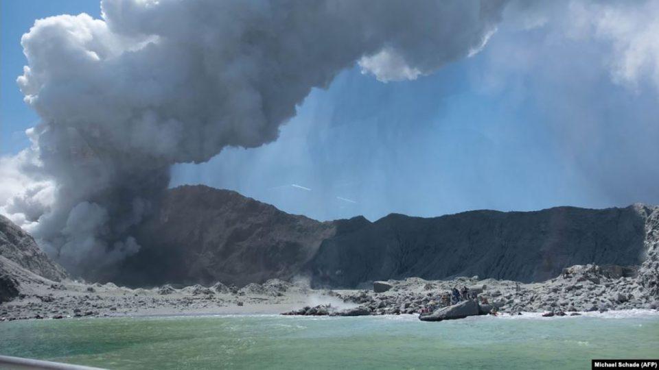 Жаңы Зеландияда жанар тоо атылып, беш киши каза тапты